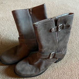Gray ankle boots with cute buckles